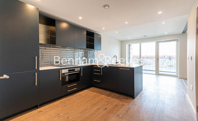 1 bedroom(s) flat to rent in Alington House , Mary Neuner Road, N8-image 8
