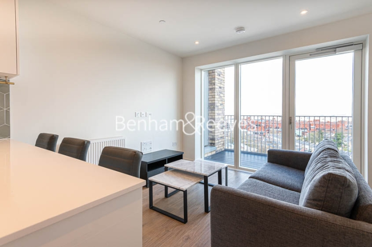 1 bedroom(s) flat to rent in Mary Neuner Road, Highgate,N8-image 4