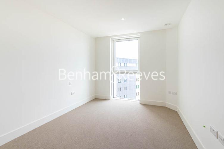 1 bedroom(s) flat to rent in Daneland Walk, Highgate, N17-image 3