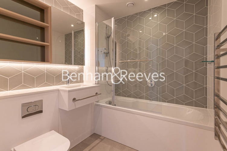 1 bedroom(s) flat to rent in Mary Neuner Road,Highgate,N8-image 4