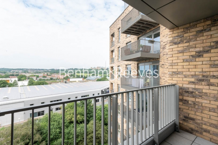 1 bedroom(s) flat to rent in Mary Neuner Road,Highgate,N8-image 5