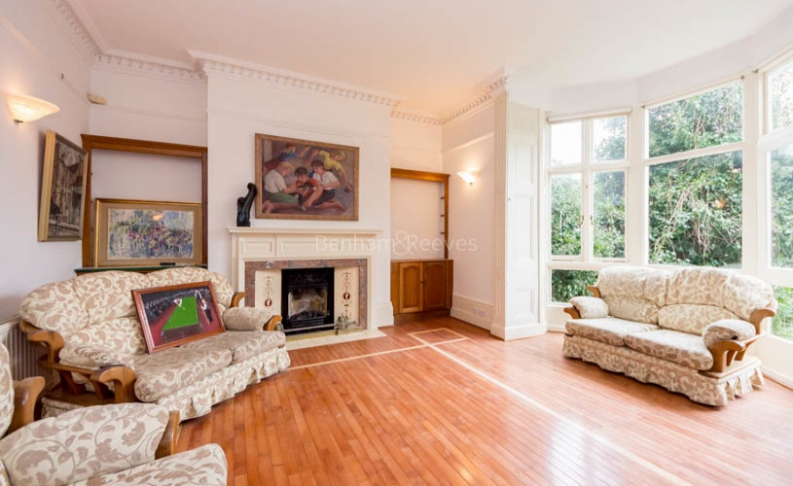 4 bedroom(s) flat to rent in Hampstead Lane, Highgate, N6-image 1