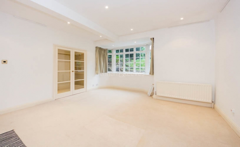 4 bedroom(s) flat to rent in Hampstead Lane, Highgate, N6-image 10
