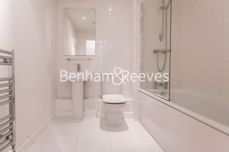 2 bedroom(s) flat to rent in Barge Walk, Woolwich, SE10-image 5
