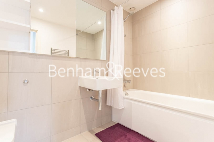 2 bedroom(s) flat to rent in Royal Arsenal Riverside, Woolwich, SE18-image 4