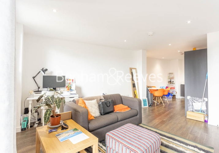 1 bedroom(s) flat to rent in 107 Woolwich High Street, Woolwich, SE18-image 1
