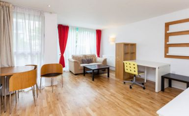 Studio flat to rent in Station Approach, Hayes, UB3-image 2