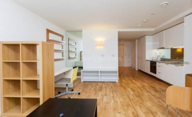 Studio flat to rent in Station Approach, Hayes, UB3-image 6