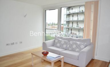 Studio flat to rent in Station Approach, Hayes, UB3-image 1