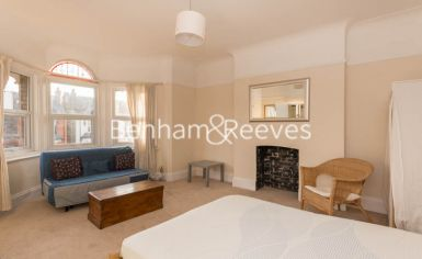 Studio flat to rent in Madeley Road, Ealling, W5-image 1