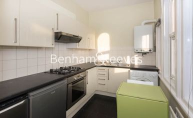 Studio flat to rent in Madeley Road, Ealling, W5-image 2