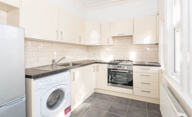2 bedroom(s) flat to rent in Madeley Road, Ealing, W5-image 3
