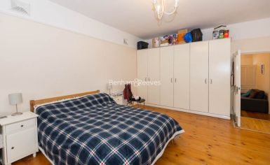1 bedroom(s) house to rent in Madeley Road, Ealing, W5-image 5