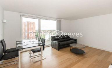 2 bedroom(s) flat to rent in Station Approach, Hayes, UB3-image 1