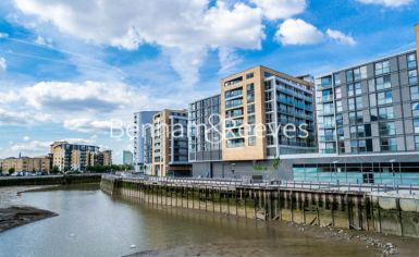 1 bedroom(s) flat to rent in Admirals Tower, New Capital Quay, Greenwich, SE10-image 9