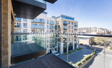 2 bedroom(s) flat to rent in Fulham Reach, Hammermsith, W6-image 5