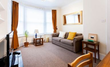 1 bedroom(s) flat to rent in Petley Road, Hammersmith, W6-image 1