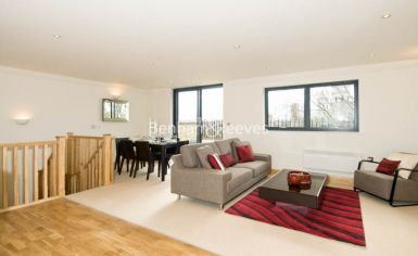 3 bedroom(s) flat to rent in School Mews, Cable Street, E1-image 1