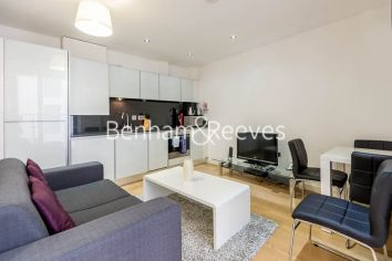 1 bedroom(s) flat to rent in Lattice House, Alie Street, Aldgate East, E1-image 1