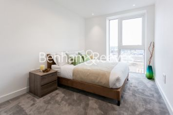 2 bedroom(s) flat to rent in Vaughan Way, Wapping, E1W-image 3