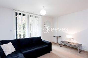 1 bedroom(s) flat to rent in Albatross Way, Canada Water, SE16-image 1