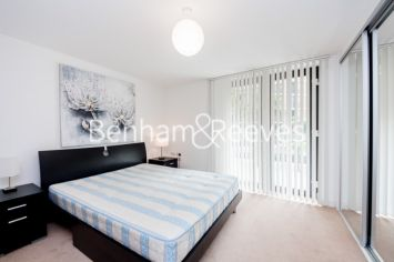 1 bedroom(s) flat to rent in Albatross Way, Canada Water, SE16-image 3