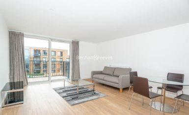 1 bedroom(s) flat to rent in Royal Victoria Gardens, Surrey Quays, SE16-image 1