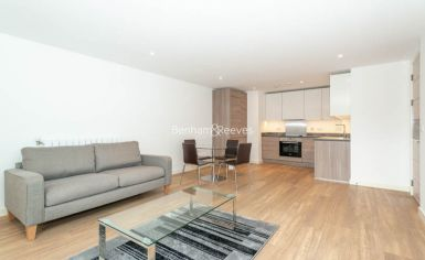 1 bedroom(s) flat to rent in Royal Victoria Gardens, Surrey Quays, SE16-image 2