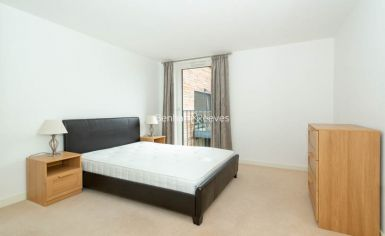 1 bedroom(s) flat to rent in Royal Victoria Gardens, Surrey Quays, SE16-image 4