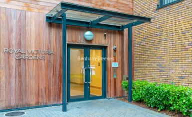1 bedroom(s) flat to rent in Royal Victoria Gardens, Surrey Quays, SE16-image 11