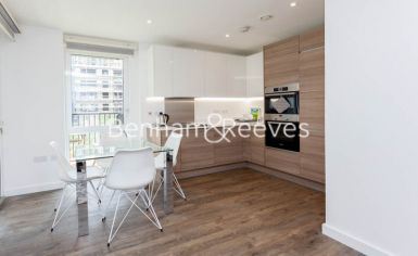 2 bedroom(s) flat to rent in Ashton Reach, Surrey Quays, SE16-image 2