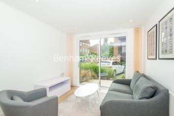 1 bedroom(s) flat to rent in Endeavour House, Ashton Reach, SE16-image 1