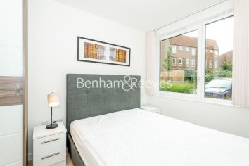 1 bedroom(s) flat to rent in Endeavour House, Ashton Reach, SE16-image 4