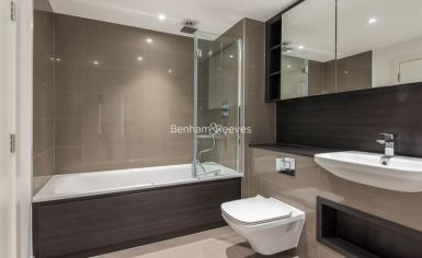 2 bedroom(s) flat to rent in Enderby Wharf, Surrey Quays, SE10-image 9
