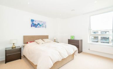 2 bedroom(s) flat to rent in Gullivers Walk, Marine Wharf East, Surrey Quays, SE8-image 3