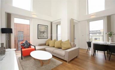 3 bedroom(s) flat to rent in Whiting Way, Surrey Quays, SE16-image 1