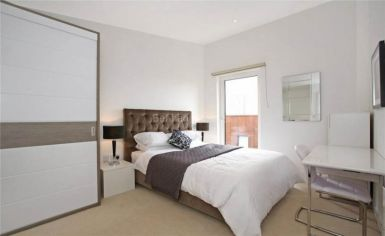 3 bedroom(s) flat to rent in Whiting Way, Surrey Quays, SE16-image 3