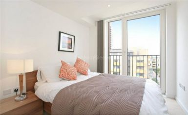 3 bedroom(s) flat to rent in Whiting Way, Surrey Quays, SE16-image 5