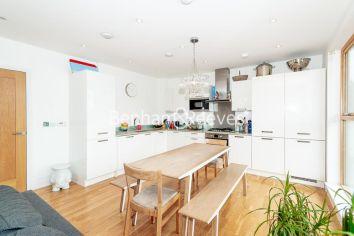 3 bedroom(s) flat to rent in New Kent Road, Surrey Quays, SE1-image 2