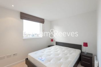 1 bedroom(s) flat to rent in Pump House Crescent, Brentford, TW8-image 3