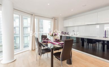 2 bedroom(s) flat to rent in Pump House Crescent, Brentford, TW8-image 4