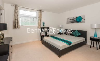 2 bedroom(s) flat to rent in Pump House Crescent, Brentford, TW8-image 10