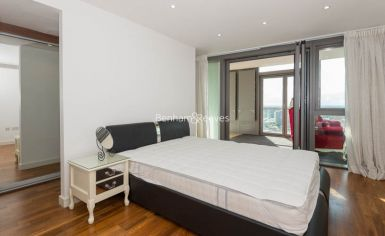 2 bedroom(s) flat to rent in Kew Eye, Brentford, TW8-image 4