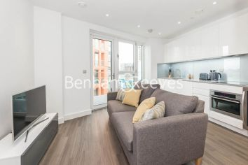 1 bedroom(s) flat to rent in Nine Elms Point, Nine Elms, SW8-image 1