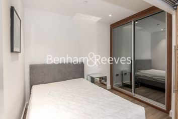 1 bedroom(s) flat to rent in Nine Elms Point, Nine Elms, SW8-image 3