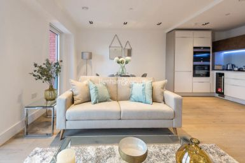 1 bedroom(s) flat to rent in Keybridge, Nine Elms, SW8-image 1