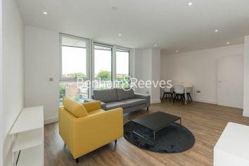 2 bedroom(s) flat to rent in Wandsworth Road, Nine Elms, SW8-image 1
