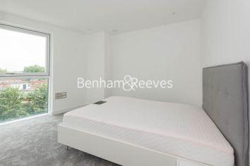2 bedroom(s) flat to rent in Wandsworth Road, Nine Elms, SW8-image 3