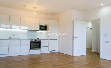 1 bedroom(s) flat to rent in Stewarts Road, Nine Elms, SW8-image 1