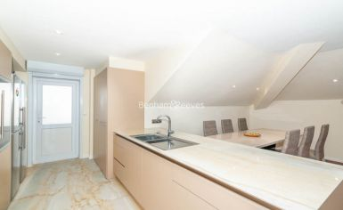 3 bedroom(s) flat to rent in Belsize Grove, Hampstead, NW3-image 5
